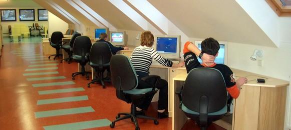 Oddělení pro dětiAbsenční výpůjčky dokumentů Pořádání besed a exkurzí Přístup k internetu na 5 PC Psaní a tisk dokumentů v MS Office