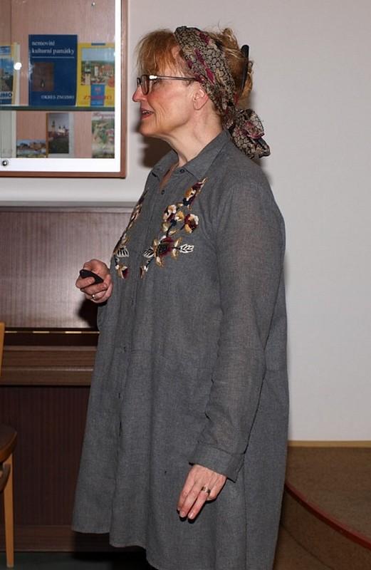 Renáta Fučíková v dětské knihovně
